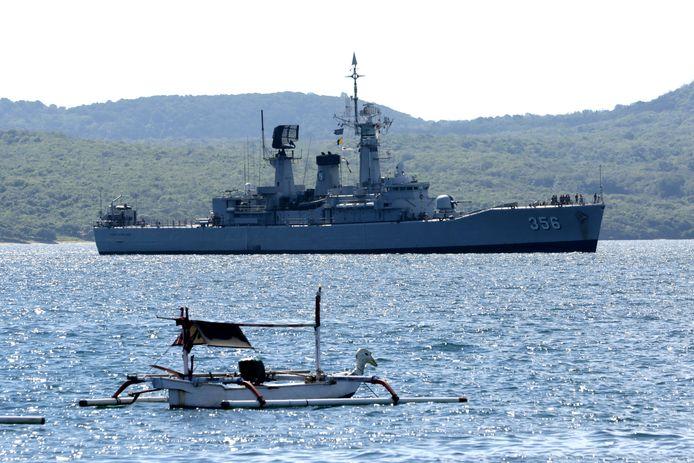 Een Indonesisch marineschip speurt naar de vermiste duikboot