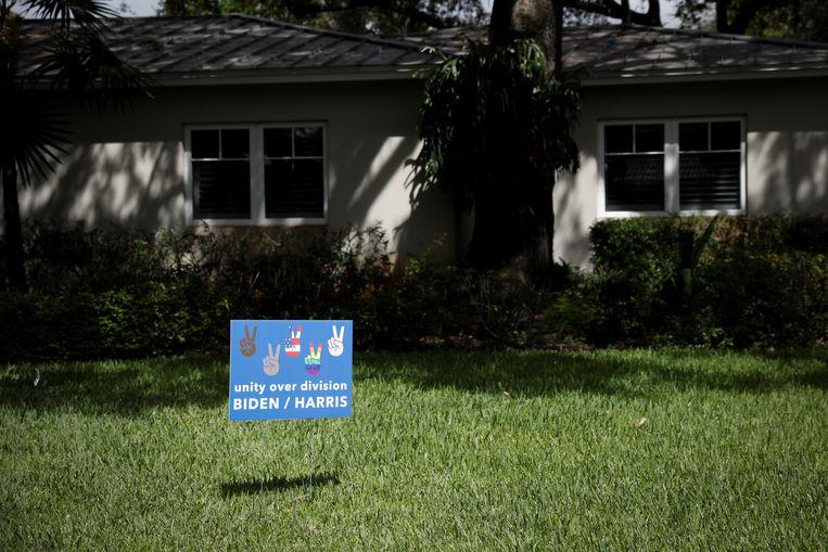 Verkiezingsbord in Miami, Florida. Beeld REUTERS