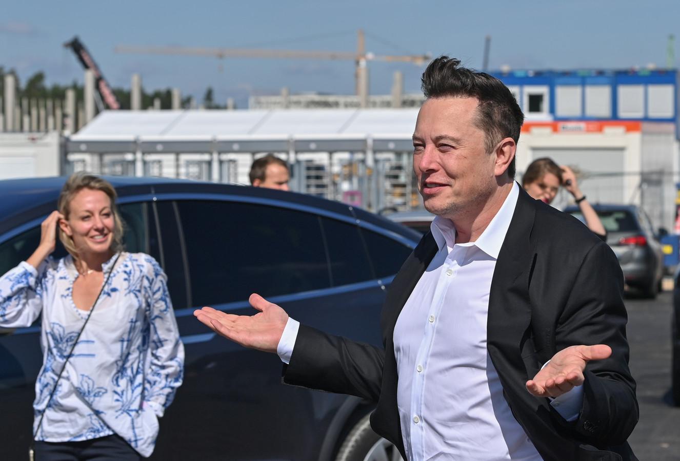 Teslabaas Elon Musk bezocht dit najaar de nieuwe Gigafactory die bij Berlijn wordt gebouwd. Hij overweegt daar ook een kleiner model, speciaal voor de Europese markt, te gaan bouwen.