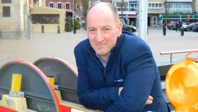 """Luc Vandevelde opgelucht dat hij burgemeester van Eeklo kan blijven: """"Dit waren zware en emotionele weken. Nu kijken we weer naar de toekomst"""""""