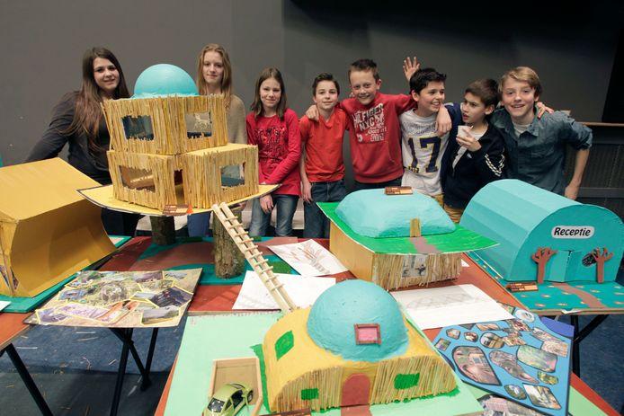 Brugklassers van het Augustinianum in Eindhoven presenteren hun zelf gecreëerde vakantiepark. Archieffoto ter illustratie.