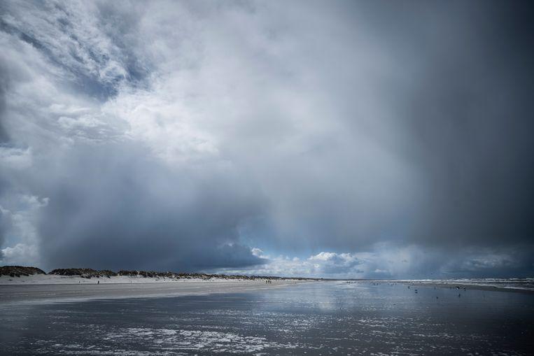 Het strand bij Nes op Ameland.  Beeld Kees van de Veen