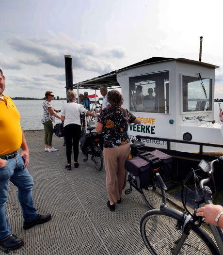 Toerist in eigen land zorgt voor recorddrukte op kleine veerpontjes: 'In 20 jaar nog nooit zoiets meegemaakt'