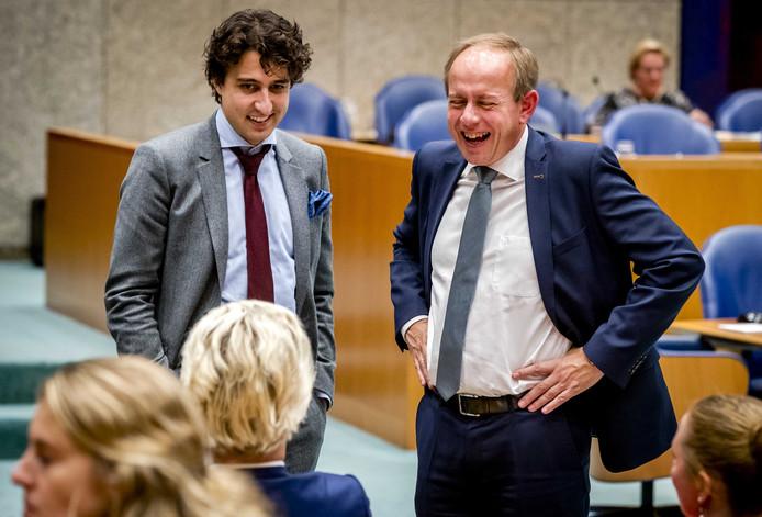SGP-leider Kees van der Staaij (rechts) en Jesse Klaver (GroenLinks) in de Tweede Kamer.
