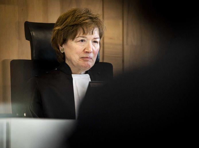 Voorzitter Marie-Anne Tan-de Sonnaville van het gerechtshof voor aanvang van het hoger beroep over het opheffen van de avondklok.