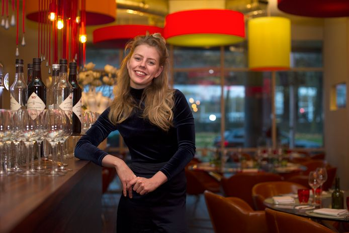 De Arnhemse kok Estée Strooker in haar restaurant 't Amusement. Foto: Rolf Hensel.