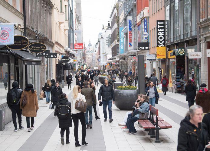 In Stockholm gaan de inwoners nog gewoon winkelen alsof er niets aan de hand is.