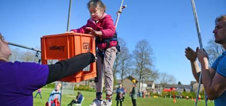 'Belachelijk veel' deelnemers bij de Vakantiespelen op Koningsdag in Hengelo