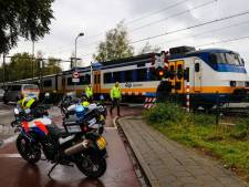 Vrachtwagen vast onder de slagboom: even geen treinen tussen Dieren en Zutphen