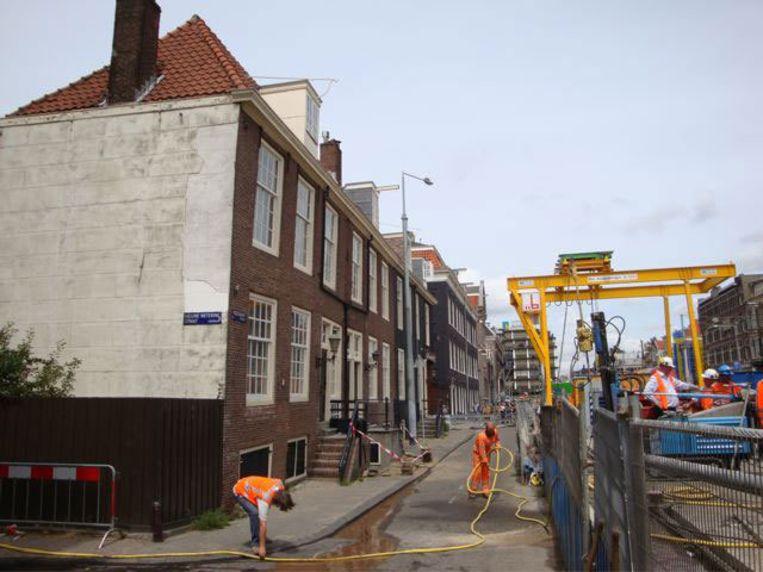 Het uitgraven van station Vijzelgracht, nu inmiddels tot ruim twaalf meter onder de grond, is onder grote druk stopgezet. Foto Gertjan Dikken Beeld