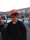 Tijdens de rust kregen de supporters een gratis zonnebril in geheel Belgische stijl.