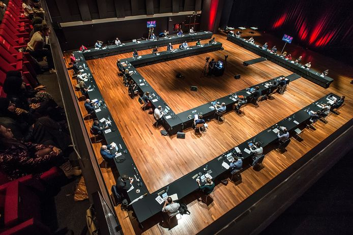Vanwege de coronacrisis vergaderde de gemeenteraad van Breda vorig jaar eenmalig in een zaal in het Chasse Theater.