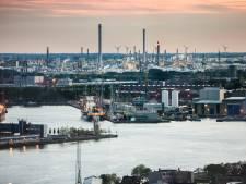 Inwoners Vlaardingen en Schiedam hebben last van stank: smerige lucht afkomstig uit Pernis