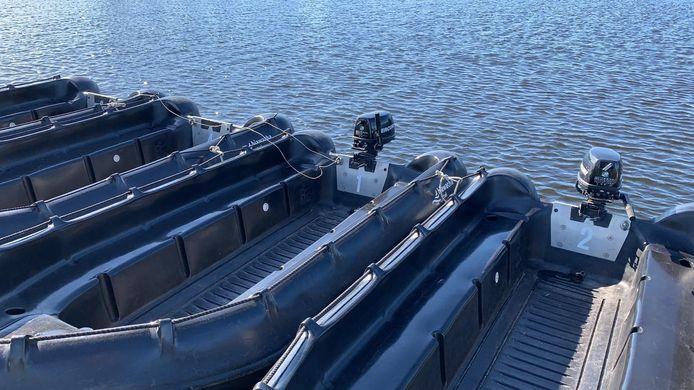 Bij Hiawatha Actief zijn in de nacht van dinsdag op woensdag twee buitenboordmotoren gestolen. Links de boten zonder aandrijving.
