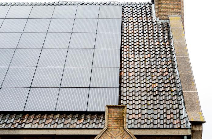 Lijn 83 is van plan zonnepanelen te laten leggen op schooldaken.