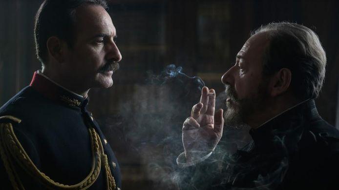 De Franse acteurs Jean Dujardin en Hervé Pierre in de film 'J'accuse'.