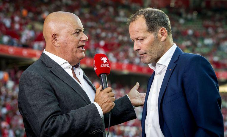 Jack van Gelder in gesprek met bondscoach Danny Blind tijdens de kwalificatie voor het EK 2016 in Frankrijk. Beeld anp