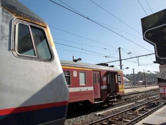 Zwartrijder verstopt zich onder trein in Haren