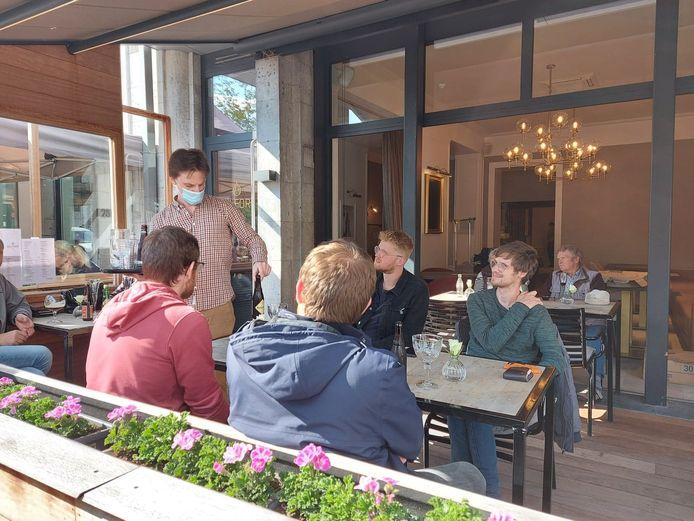 Heropening terrassen lokt Poperingenaars uit hun kot: Grote Markt Poperinge