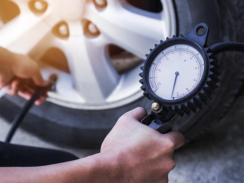RIjden met te lage bandenspanning is gevaarlijk, slecht voor het milieu en kost extra brandstof