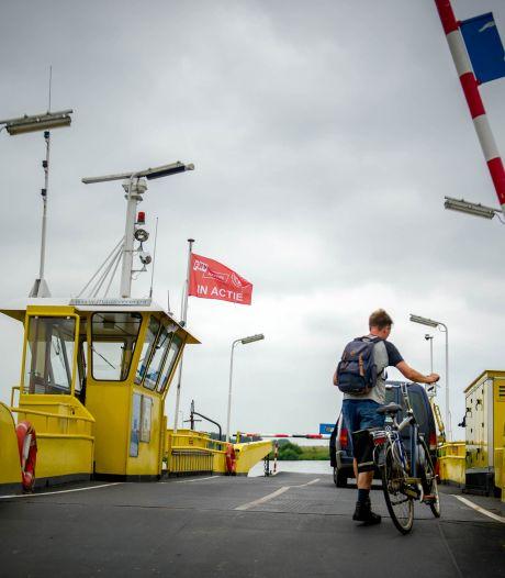 Drie pontjes op de Maas varen weer