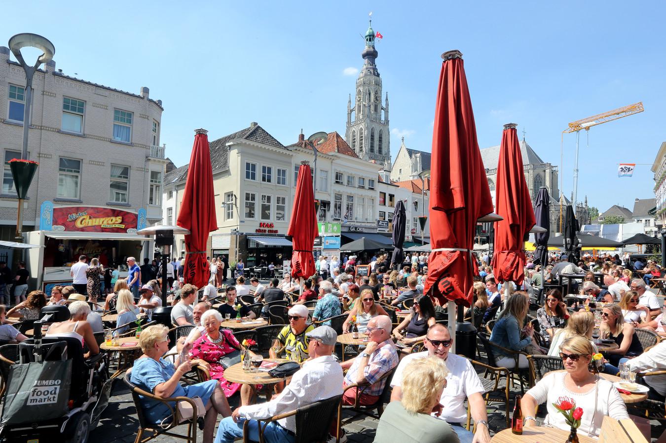 Proefdraaien met terrassen en 1,5 meter afstand is er maandag in Breda niet bij. De minister wil het niet hebben.