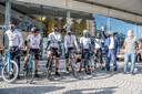 Vrienden Karel Standaert uit Brugge, Louis Van Eeckhout uit Kerkhove, Tom Demaecker uit Kortrijk, Tom Thys uit Kanegem en Robin Versteghe uit Beveren-Leie fietsen met Leendert mee naar de Mont Ventoux.