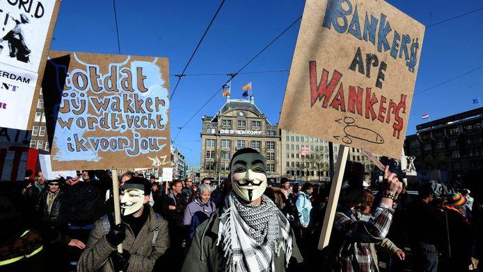 De protestbeweging Occupy hield vorige maand acties in Rotterdam, Den Haag en Amsterdam. In Amsterdam liepen 500 mensen van het Beursplein naar de Nederlandsche Bank.