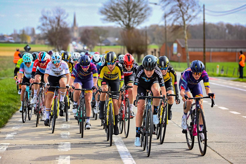 Het gaat hard in het vrouwenpeloton tijdens Gent-Wevelgem. Beeld Photo News