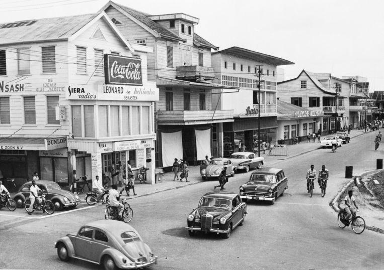 Paramaribo halverwege de vorige eeuw. Beeld Hollandse Hoogte / Koninklijk Instituut voor de Tropen