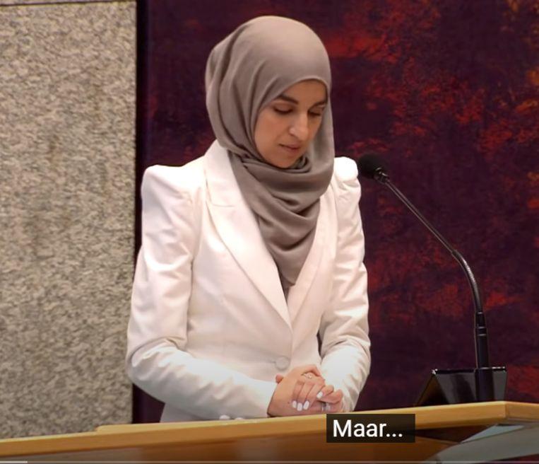 Maidenspeech Kauthar Bouchallikht: Na tien seconden toch een 'Maar...' Beeld Still uit livestream Tweede Kamer