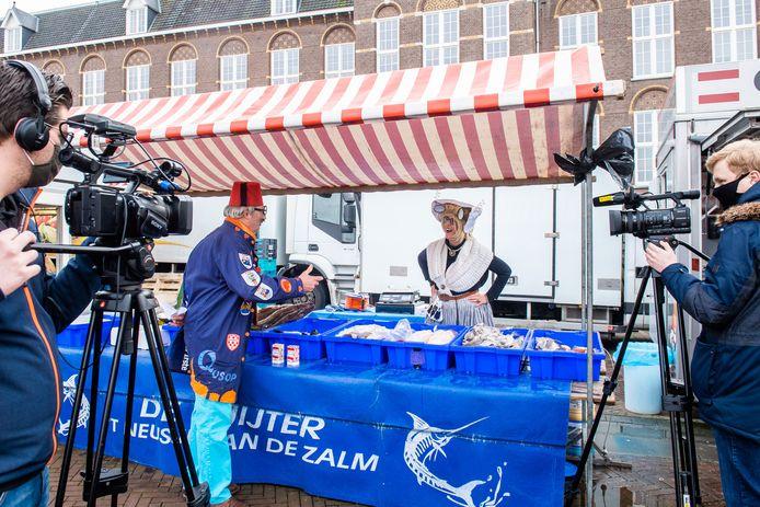 Grôtste Mââuwerts nemen film op met Ellen van Opdorp als Geurtje van de Mossel.