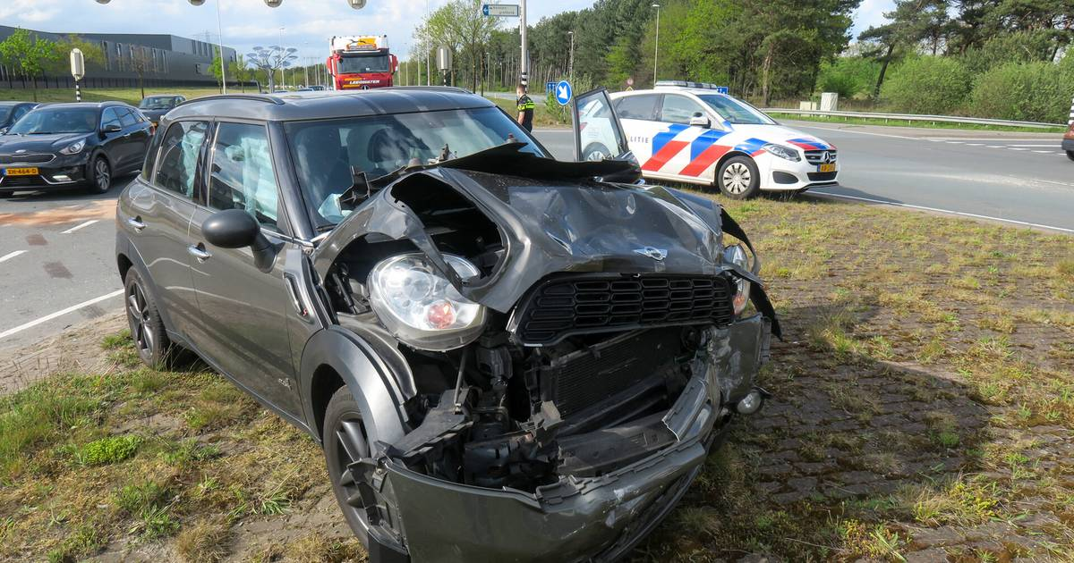 Lange file en flinke schade na ongeval in Oss.