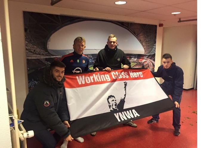 Darren Harrison, Liam Murphy en Nick Middendorp samen met hun held.