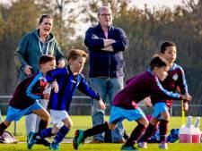 Voetbalouders, ga naar je kind kijken