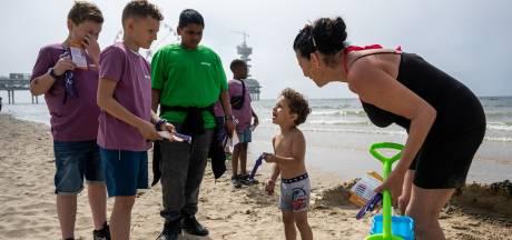 Digitaal polsbandje moet strandbezoek Scheveningen veiliger maken voor kinderen