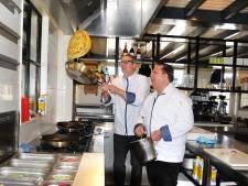 De eerste pannenkoek van Pannenkoekenhuys De Molen in Scharendijke is al opgegeten