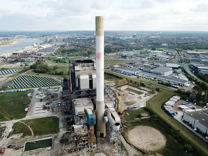 De oude energiecentrale die gesloopt gaat worden.