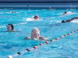 Topdrukte bij buitenzwembad: 'Ik ben zo blij als een kind'