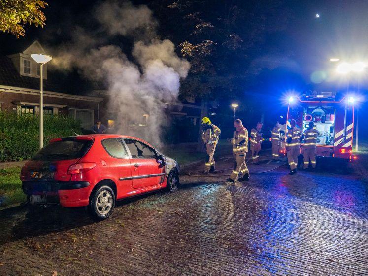 Auto uitgebrand in Arnhem, vermoedelijk brandstichting