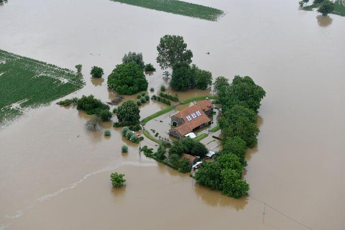 Luchtbeeld van een huis in Heppeneert tijdens de voorbije watersnood.