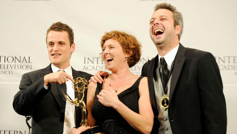 Tim Van Aelst, Katrien Van Neiuwenhove en Tom Baetens vieren het winnen van een internationale Emmy award voor de productie van Benidorm Bastards. Beeld AP