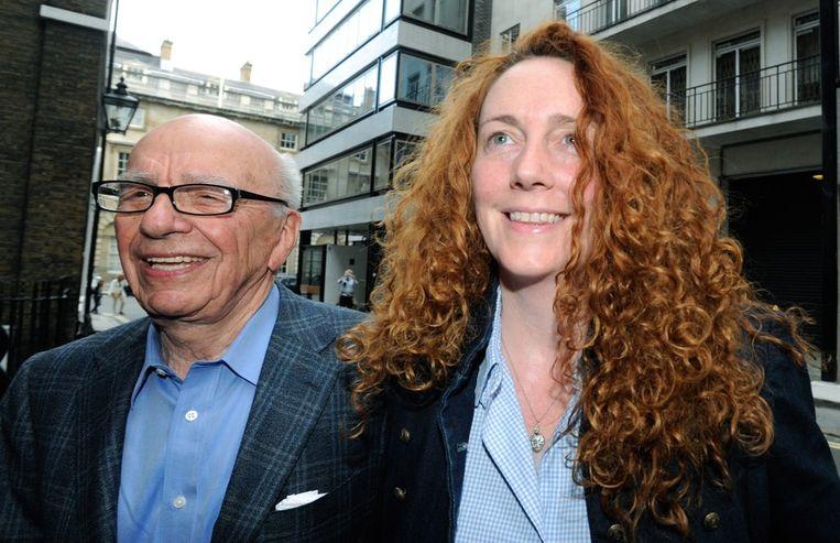 NewsCorp baas Rupert murdoch en Rebekah Brooks, hoofdredacteur van het blad. Beeld epa