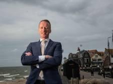 Nieuwe burgemeester Van den Bos houdt van Urker directheid: 'Ik voel mij hier als een vis in het water'