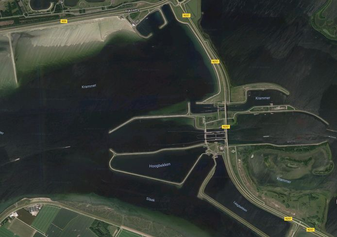 De Krammersluis tussen Sint Philipsland en de Grevelingendam.