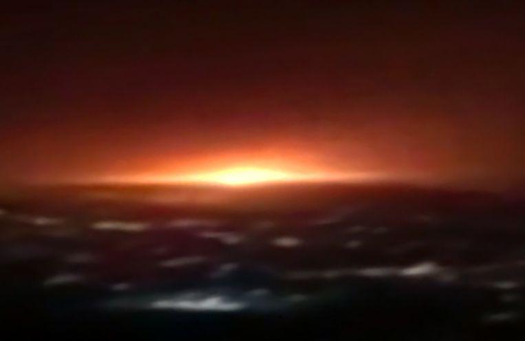 Beeld van de Iraanse staatstelevisie, van de explosie in Khojir zoals die te zien was vanuit Teheran.  Beeld AFP