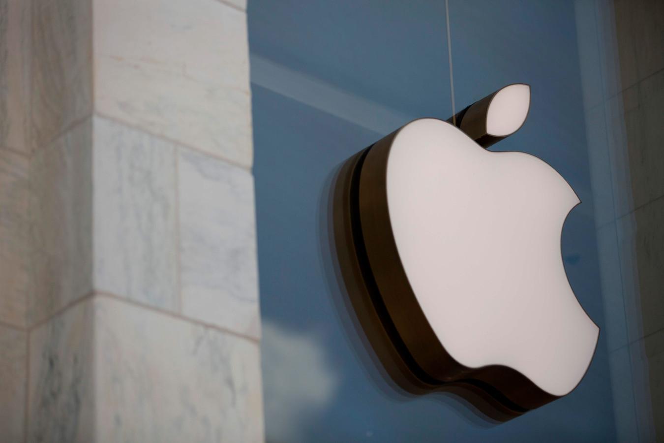 En décembre 2017, Apple avait présenté des excuses pour avoir délibérément ralenti certains de ses iPhones pour compenser le vieillissement de leur batterie et éviter qu'ils ne s'éteignent de façon intempestive.
