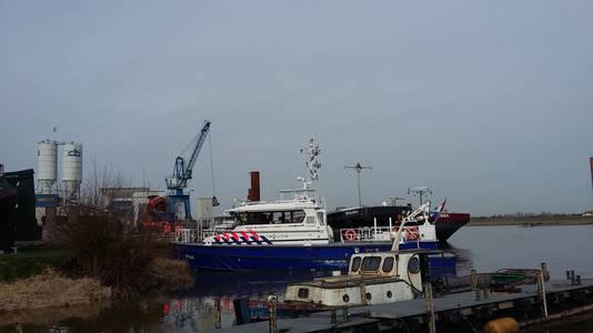 De plek waar het stoffelijk overschot is gevonden van een van de roeiers. Daar werden de twee schepen leeggemaakt om beter te kunnen zoeken.