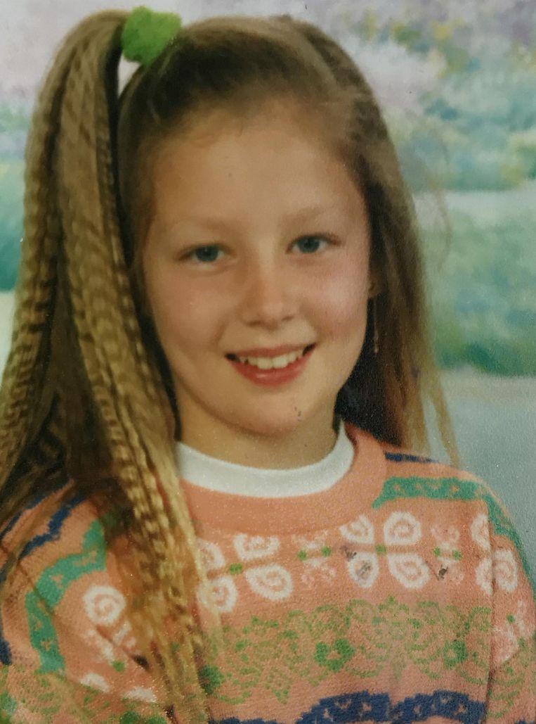 Elke Van Mello met dé nineties-haartrend: haarwafeltjes.