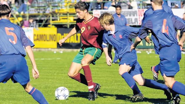 De enige bewuste actiefoto met daarop Ronaldo uit 2001.